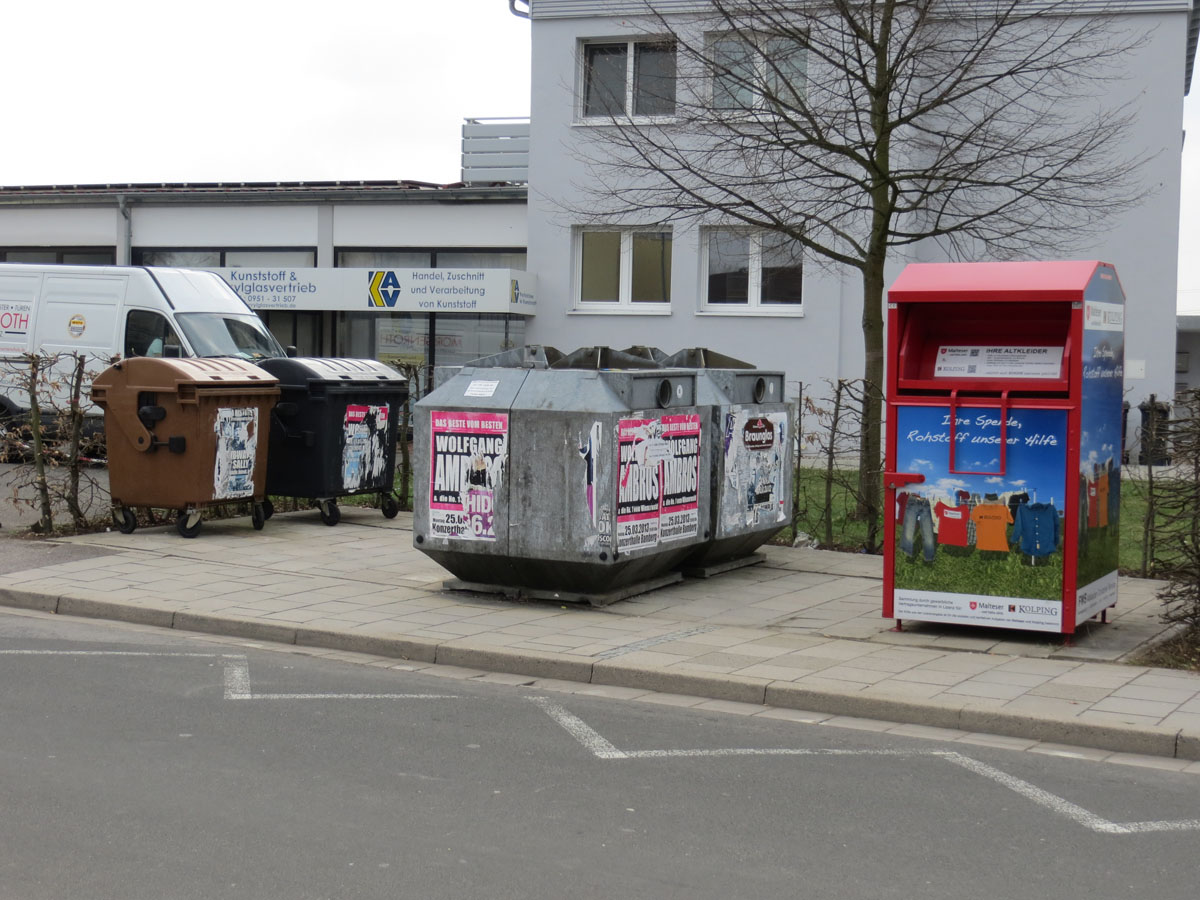 Wertstoffcontainerplatz, Altkleidercontainer, Glascontainer